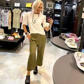 Pantalone leggerissimo @european_culture verde militare e la #tshirt bianca con maniche in sangallo @isabelleblancheparis , sempre molto #chic . Non possono mancare i sabot @xocoi_  🖤💚🤍 @joanna_boutique  Sito Online www.joannaboutique.com   🔥SALDI-40%🔥  #joannaboutique #bedifferent #fashion #fashionstyle #fashionaddict #fashionable #sales #militarystyle #madeinitaly #moodoftheday #picoftheday #glamour #rockstyle #summertime #ootd #ootdfashion #staytuned #fashioninspo #motivation #white #goodvibes #cool #streetstyle #urbanstyle #outfitoftheday