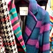 ❤️💚 -3 giorni..!!!! 💜💙e questo cappotto,  composto da due metà diverse , sarà da @joanna_boutique   @front_street8   #comingsoon‼️   . . . #joannaboutique #bedifferent #coat #winteroutfit #comfy #mood #fashionstyle #fashion #ootd #ootdfashion #streetstyle #tartan #glam #glamour #wool #urban #urbanstyle #chic #fashioaddict