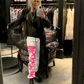 Il rigore dello spolverino semi trasparente di @_malloni abbinato al pantalone tuta di @disclaimer_official , molto #streetstyle per l'#outfit di oggi 💗🤍🖤🔝  #joannaboutique #bedifferent #fashion #fashionstyle #instafashion #fashiongram #streetstyle #urbanoutfit #urbanstyle #rock #pink #ootd #staytuned #moda #shopping #shoppingonline #madeinitaly #motivation #goodvibes #glamchic #glamour #rockstyle #newcollection #newentry #myinstagram #comfy #picoftheday #me