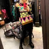 Oggi un po' di colore 💛🖤💚💗con questo maglione di @akep_official da @joanna_boutique e on line  www.joannaboutique.com  Maglia @akep_official  Anfibi @cinzia_araia   . . . #joannaboutique #bedifferent #beyou #comfy #comfyoutfit #urban #colors #fashion #fashionstyle #instafashion #ootdfashion #ootd #moodoftheday #mood #outfitoftheday #outfit #outfitinspiration #style #styleoftheday #glam #goodvibes #street