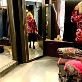 Un mix di tonalità ,dal rosa al bordeaux , per questa maglia e questo montone bellissimi!💗🖤🔝da @joanna_boutique e on line www.joannaboutique.com  🔥💣sconto -15% fino al 20novembre sul nostro sito  on line 💣🔥  Shearling @vintagedeluxe_it  Maglione @isabelleblancheparis  Stivaletti @newrock   #joannaboutique #bedifferent #me #mylook #fashion #fashionstyle #instafashion #newlook #pink #fashionista #style #styleinspiration #streetstyle #urbanstyle #outfitoftheday #outfitinspiration #outfit #clothes #instastyle #ootd #ootdfashion #picoftheday #winter2020collection #todayoutfit #fashionpost