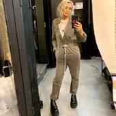 Per l'#outfitoftheday una salopette stile militare kaki 🤎@oneteaspoon_ , con sotto una t-shirt in contrasto magari, perché no.. rosa 💗@oneteaspoon_  @joanna_boutique  Online www.joannaboutique.com  Fai tap sulla foto per visualizzare i prodotti  #joannaboutique #bedifferent #fashion #fashionaddict #fashionstyles #instafashion #picoftheday #outfit #outfitinspiration #moodoftheday #militarystyle #fashiongram #urbanchic #streetstyle #donna #woman #moda #rock #cool #boots #motivation #inspiration #newcollection #springsummer2021 #comfy #goodvibes #motivation #mystyle