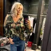 Con questa camicia camouflage @brandunique e con questi jeans @cyclejeans, l'#outfitoftheday è perfetto!!💙💚🖤  Fai tap sulla foto per visualizzare i prodotti   @joanna_boutique  Online www.joannaboutique.com   #joannaboutique #bedifferent #moodoftheday #fashion #fashionaddict #fashionable #instafashion #fashiongram #newcollection #springsummer2021 #urbanstyle #streetstyle #camouflage #glam #glamour #chicstyle #motivation #goodvibes #rockstyle #madeinitaly #denim #woman #moda #ootd #cool #staytuned