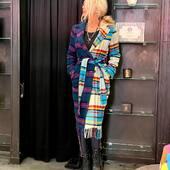 Molto particolare , no? Un doppio cappotto , metà in un colore, metà in un altro!!💙🔝💣 da @joanna_boutique e   on line www.joannaboutique.com  Cappotto bicolore @front_street8  Anfibi @newrock   . . . #joannaboutique #bedifferent #fashion #fashionaddict #bicolor #comfy #outfitoftheday #outfit #cool #donna #women #style #ootd #ootdfashion #streetstyle #newentry #newcollection #fall2020 #glamour #glam #urban