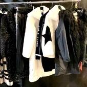 "Bianco e nero sempre 🔝🖤🤍 Tante ""New Entry"" 🔥da @joanna_boutique e on line www.joannaboutique.com  Piumino @freedomdayofficial  Stivaletti Cinzia Araia   . . #joannaboutique #bedifferent #fashion #fashionaddict #instafashion #me #moodoftheday #outfitoftheday #ootd #ootdfashion #instalike #instalike #comfy #comfyoutfit #urbanstyle #urban #streetstyle #cool #winteroutfit #winter2020 #ice #cold #myoutfit #glam #totalwhite"