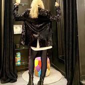 Io , con questo blazer...sono già pronta per fine anno... ma anche tutti i giorni , con i leggings per esempio.. o con un jeans..L'importante è brillare ✨ 🌟💥, sempre!   Fino a domenica online su www.joannaboutique.com   💥🔥 -20% 🔥💥  Giacca @pnkcasual  Leggings @shopartonline  Anfibi Cinzia Araia  #joannaboutique #bedifferent #blackfriday #black #fashion #fashionaddict #instafashion #fashiongram #lookoftheday #mylook #outfitinspiration #outfitoftheday #newcollection #styleinspiration #paillettes #shinebright #shine #ootd #ootdfashion #glamour #glam #urban #fashionable #fashionista #fashiontrands #streetchic #bestlooks