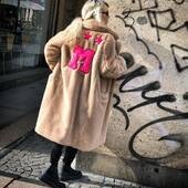 Per questi giorni così freddi questa eco pelliccia morbidissima e super calda e' l'ideale! 💖🖤💛Solo in boutique  @joanna_boutique  www.joannaboutique.com   🔥-40/50%🔥  Sneakers @fessuraofficial   #joannaboutique #bedifferent #fashion #fashionstyle #instafashion #fashiongram #fashionaddict #fashionista #comfy #outfitoftheday #picoftheday #mood #italianstyle #madeinitaly #ecofur #urbanstyle #streetstyle #instalike #instalifestyle #rock #ootd #motivation #shoppingonline #sale #goodvibes #fashiontrends #bestfashion #streetchic