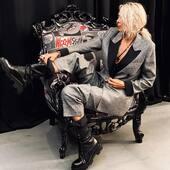 🖤NEWCOLLECTION❤️ Da oggi in boutique e on line www.joannaboutique.com la nuova collezione con tante novità !!! 💣🔝  giacca e pantaloni @isabelleblancheparis  Anfibi @_malloni   . . . #joannaboutique #bedifferent #newcollection #moda #fashion #fashionstyle #chic #actually #glam #glamour #glamourstyle #urban #ootd #blackandwhite #moodoftheday #boots #new #style