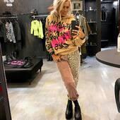 Oggi i colori sono caldi, ma con contrasti di rosa fluo sulla felpa .I #jeans  invece sono metà stampa #animalier , metà fantasia….. un bel mix ! 🧡💗🧡💗🧡💗🧡💗 Felpa @disclaimer_official  Jeans @oneteaspoon_  Stivaletti @ixos_beyond   #joannaboutique #bedifferent #fashion #fashiongram #instafashion #fashioninspo #urbanstyle #streetstyle #whatiworetoday #ootd #ootdfashion #fashiondiaries #outfitgoals #potraitmood #lookoftheday #currentlywearing #staytuned #clothes #madeinitaly #picoftheday #glamour #chic #madeinitaly #motivation #fashionista #fadhionaddict #ɢᴏᴏᴅᴠɪʙᴇs
