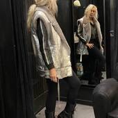 Un po' di rock per l'  #outfit di oggi.. giubbotto di pelle e gilet silver di montone🖤🔝💣 da @joanna_boutique e on line www.joannaboutique.com   🔥-15% online fino al 20 novembre 🔥  Giubbotto @vintagedeluxe_it  Montone @vintagedeluxe_it  Anfibi @newrock   #joannaboutique #bedifferent #beyou #fashion #fashionstyle #fashionista #instafashion #fashiongram #fashionaddict #fashionable #rock #blackandwhite #biker #silver #shearling #leather #ootd #ootdfashion #urban #urbanstyle #streetstyle #streetwear #moodoftheday #goodvibes #motivation #glamourstyle #shoponline