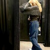 Bomber con frange WOW!!🖤💙abbinato ai jeans e ai texani è perfetto!🔝da @joanna_boutique e on line www.joannaboutique.com   🔥-15% di sconto fino al 20 novembre!🔥  Bomber @brandunique  Jeans @oaks_italia  Texani @mexicanaboots   #joannaboutique #bedifferent #mystyle #fringes #grey #jeans #fashion #fashionstyle #street #streetstyle #urbanchic #comfy #comfyoutfit #outfitinspiration #outfitoftheday #ootd #ootdfashion #ootdinspiration #instafashion #instalook #instalike #fashionista #me #fashiongram #clothes