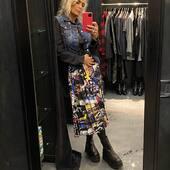 Voglia di colore oggi!💙💗🖤💛con questa bellissima gonna a pieghe 🔝da @joanna_boutique e on line www.joannaboutique.com   🔥-15% online fino al 20 novembre!🔥  Gonna @shopartonline  Anfibi Cinzia Araia  #joannaboutique #bedifferent #fashion #fashionstyle #fashionaddict #fashionable #shoponline #moodoftheday #goodvibes #mylook #mylife #ootd #ootdfashion #comfyoutfit #outfitoftheday #urbanstyle #urbanoutfit #streetstyle #colors #winteroutfit #winter2020 #denim #instastyle