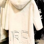 Meravigliosa faux fur bianca come la neve!!!❄️🤍🖤da @joanna_boutique e on line www.joannaboutique.com  Pelliccia ecologica GLOX  Boots Cinzia Araia   . . #joannaboutique #bedifferent #fashionadfict #fashion #style #styleinspiration #moodoftheday #fashionstyle #comfyoutfit #comfy #snow #totalwhite #urbanstyle #chic #winter2020 #followme